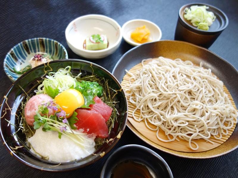 鮪彩り小丼蕎麦御膳