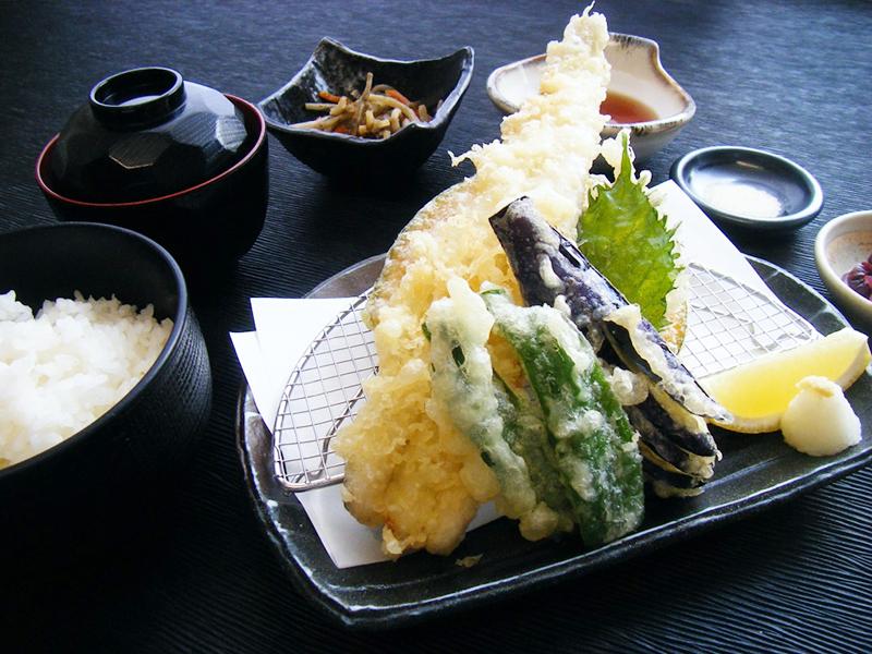 穴子一本と夏野菜天婦羅盛り御膳