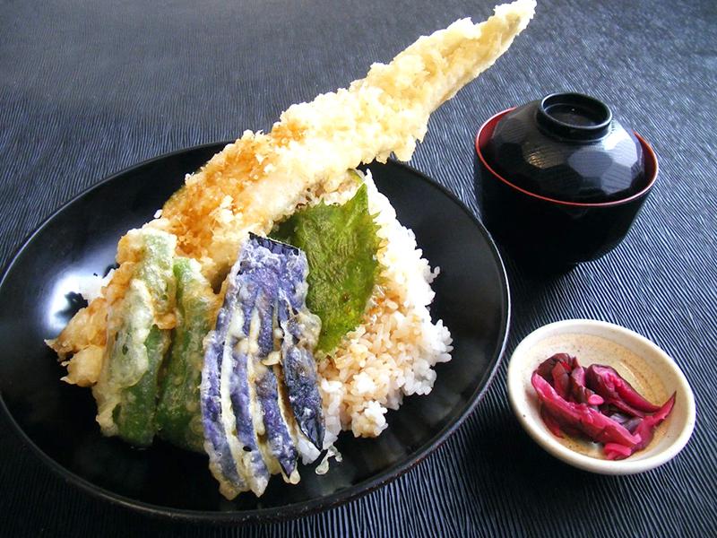 穴子一本と夏野菜天丼